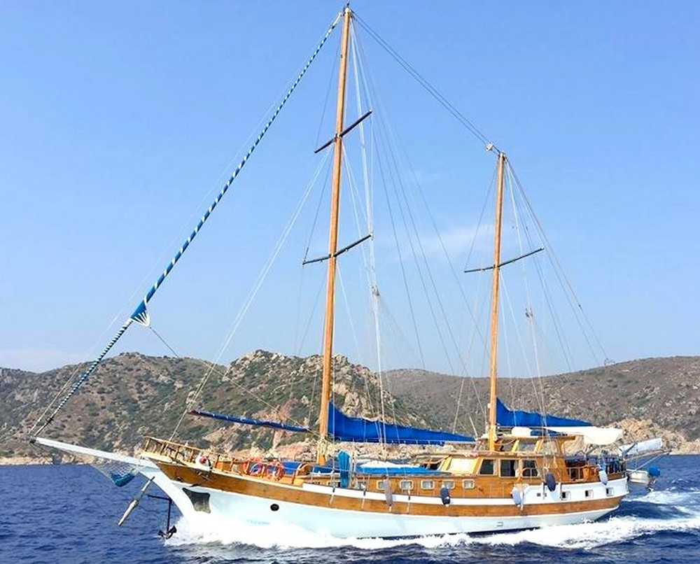 Greek wooden charter yachts