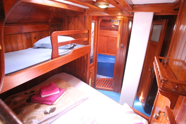 A triple cabin on the Yacht Anatolie